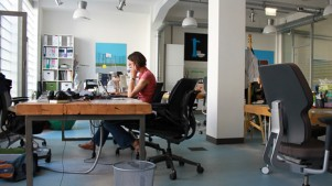 Loffice Budapest: Full of light, comfortable chairs, big desks.